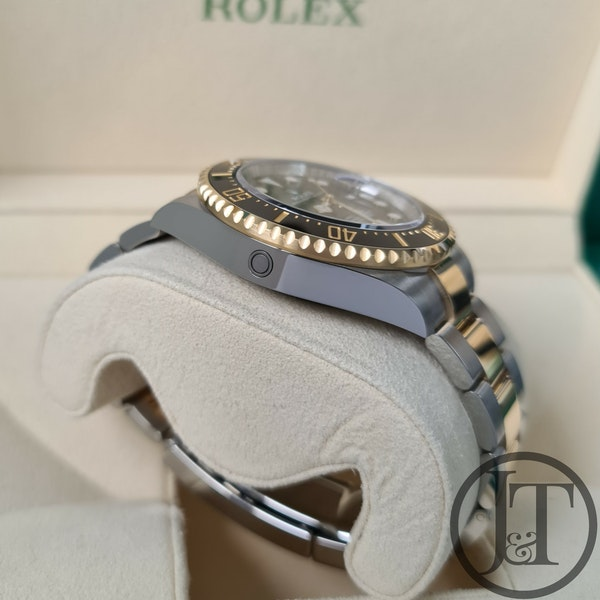 Rolex Sea-Dweller 126603 Steel and Gold - image 5