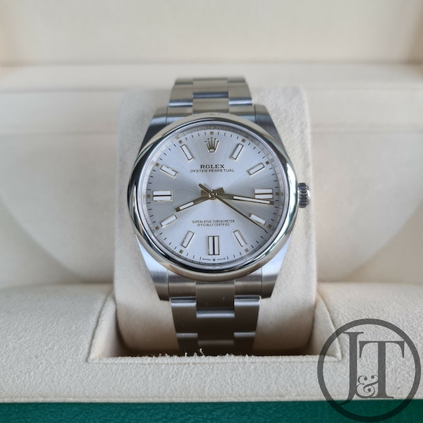 Rolex Oyster Perpetual 41 124300 Silver Dial - image 1