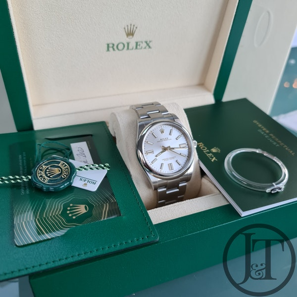 Rolex Oyster Perpetual 41 124300 Silver Dial - image 6