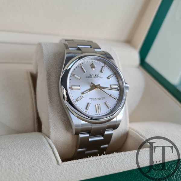 Rolex Oyster Perpetual 41 124300 Silver Dial - image 3