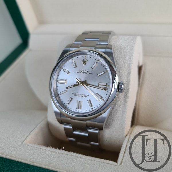 Rolex Oyster Perpetual 41 124300 Silver Dial - image 2