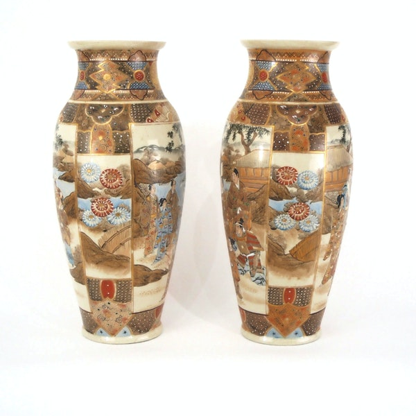 Pair Japanese Satsuma vases with decoration of wealthy figures - image 12