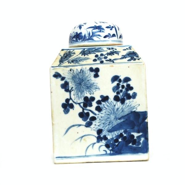 Pair Chinese blue and white tea jars - image 4