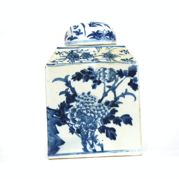Pair Chinese blue and white tea jars - image 3