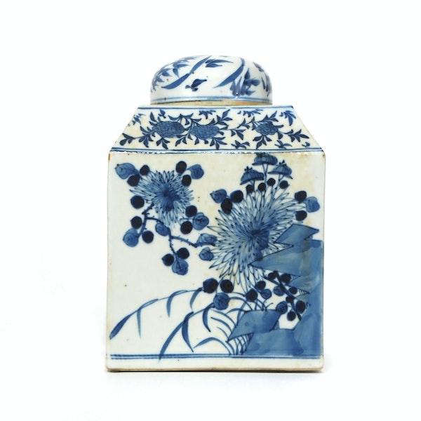 Pair Chinese blue and white tea jars - image 10