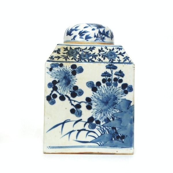 Pair Chinese blue and white tea jars - image 8