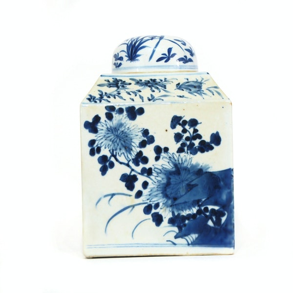 Pair Chinese blue and white tea jars - image 6