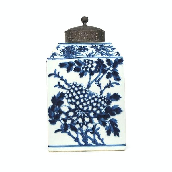 Chinese blue and white tea jar 18c - image 2