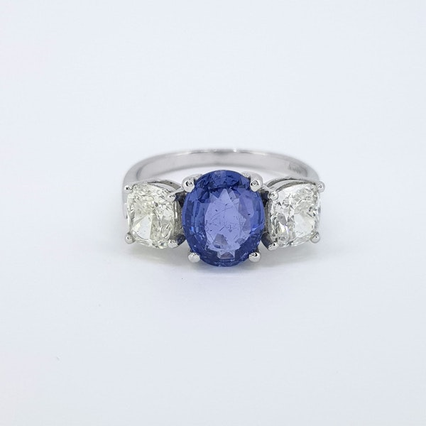 Natural Sapphire and Diamond 3 stone ring - image 4