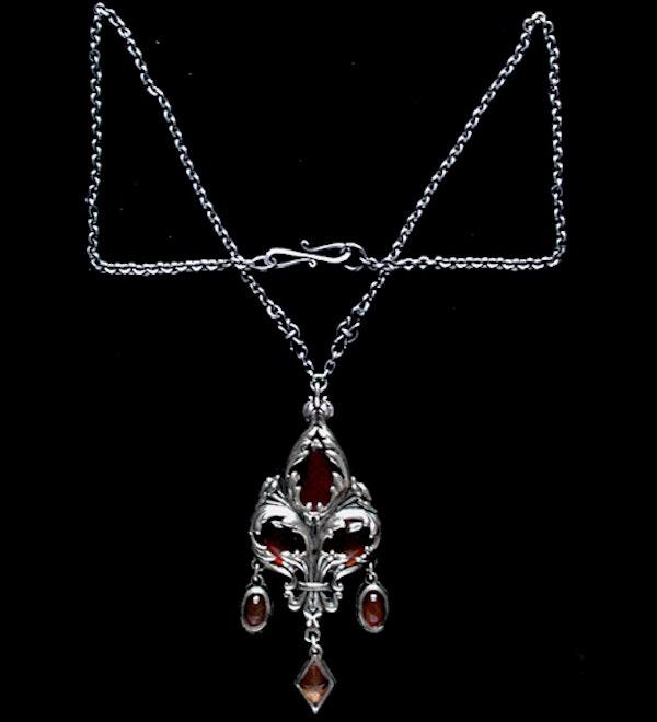 Omar Ramsden. An Arts & Crafts / Art Nouveau silver carnelian set pendant. - image 3