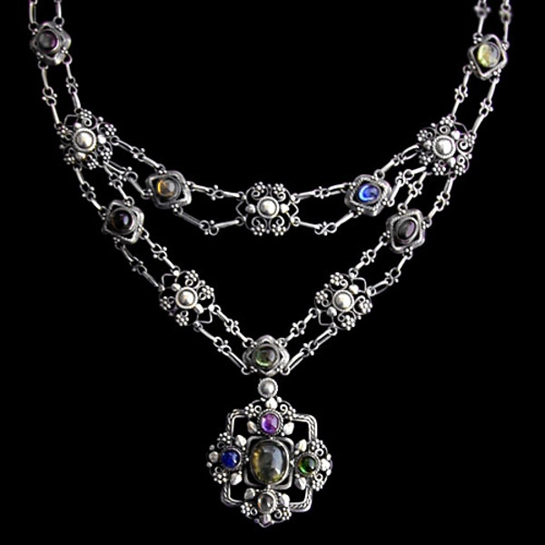 Artificers' Guild. An Arts & Crafts / Art Nouveau silver necklace of wirework leaves and beads set with gemstones. - image 1