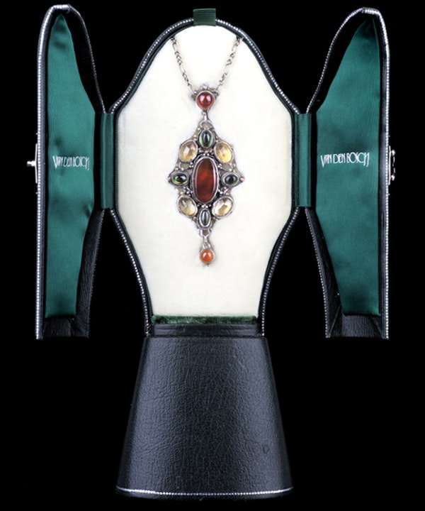 Mart Thew. An Arts & Crafts / Art Nouveau Scottish silver pendant set with carnelian, citrine and green tourmaline   . - image 4