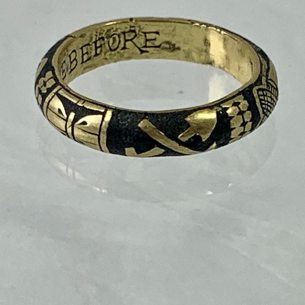 Seventeenth century Memento more gold ring - image 2