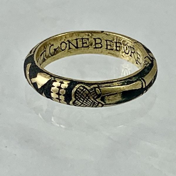 Seventeenth century Memento more gold ring - image 3