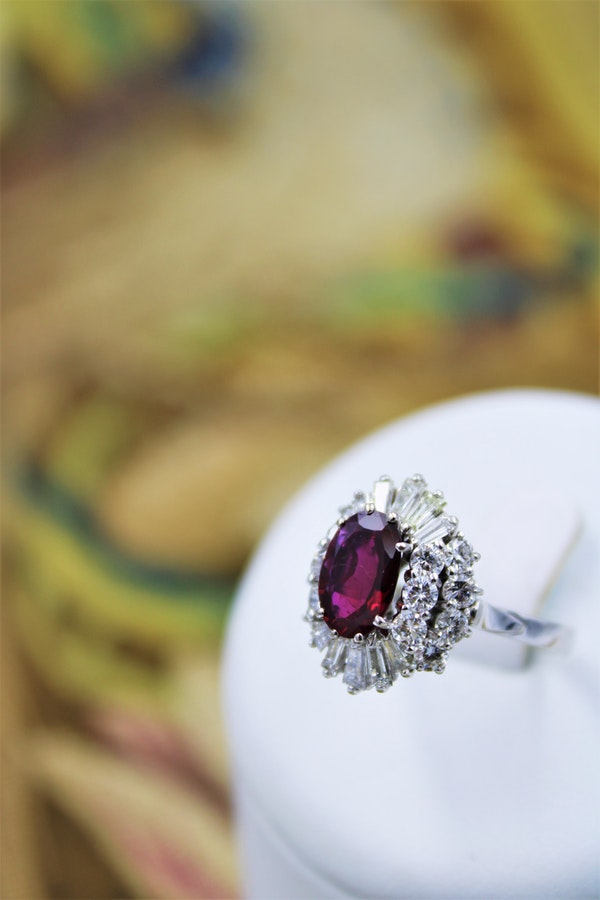 A very fine 18 Carat White Gold (tested) Oval Natural Untreated Siam Ruby (1.71 Carats) and Diamond Cluster Ring, Circa 1970 - image 4