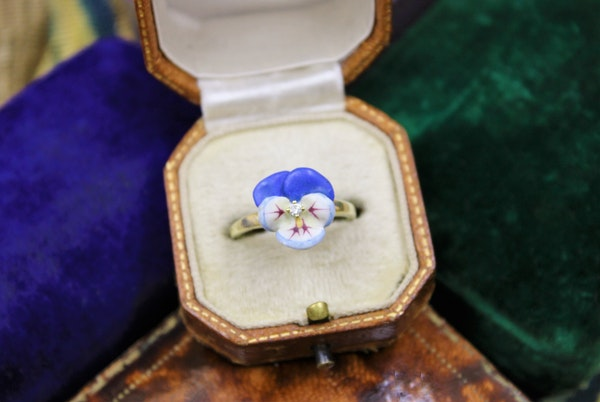 A very fine Soft Paste Enamel and Diamond Pansy Ring set in High Carat Yellow Gold, Circa 1890 - image 3