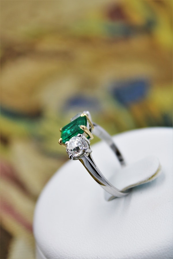 An exceptional Emerald and Diamond Three Stone Ring mounted in Platinum (Marked) and 18 Carat Gold, Pre-Owned - image 2