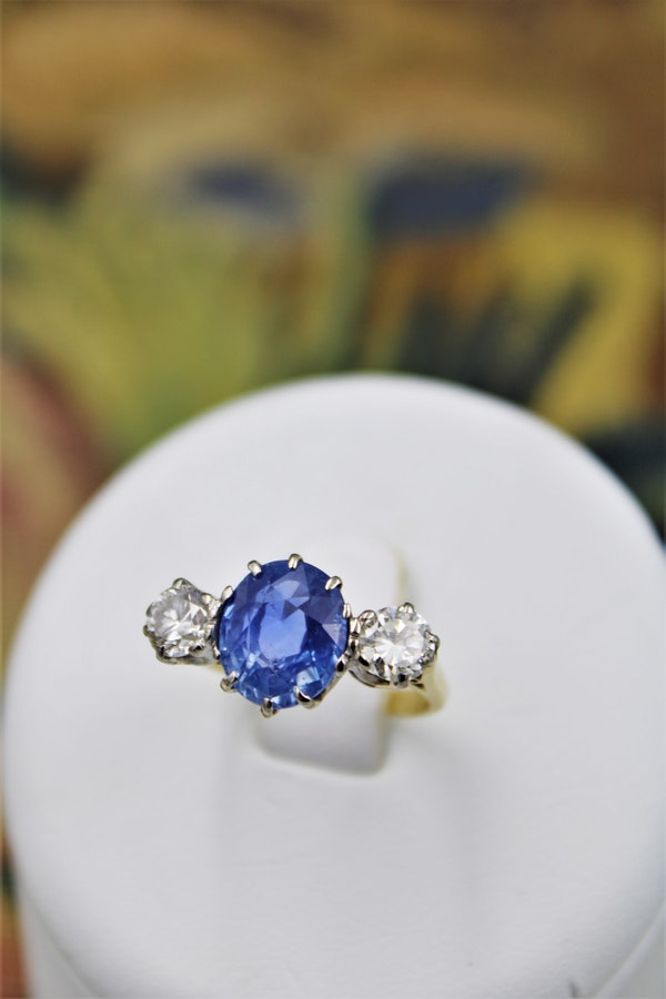 A fine Sapphire & Diamond Three Stone Ring mounted in 18 Carat Yellow Gold & Platinum, Circa 1960 - image 1
