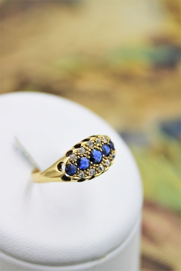 A fine Sapphire and Diamond Five Stone Ring mounted in 18ct Yellow Gold, English, Circa 1890 - image 1