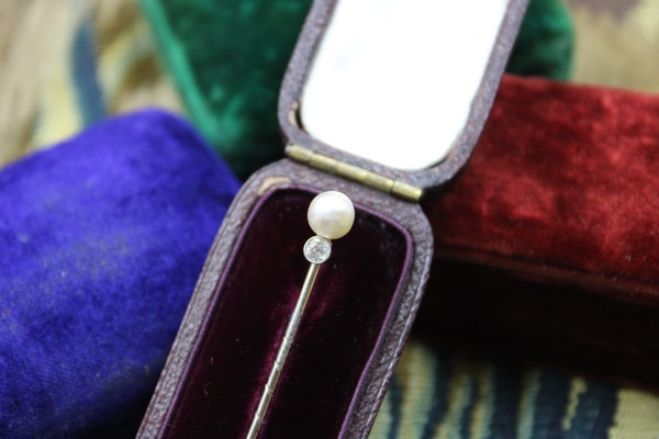 A very fine Natural Pearl & Diamond Stick Pin mounted in Platinum, Austrian ,Circa 1910 - image 1