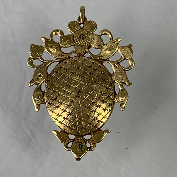 Seventeenth century enamelled gold pendant with emeralds - image 2