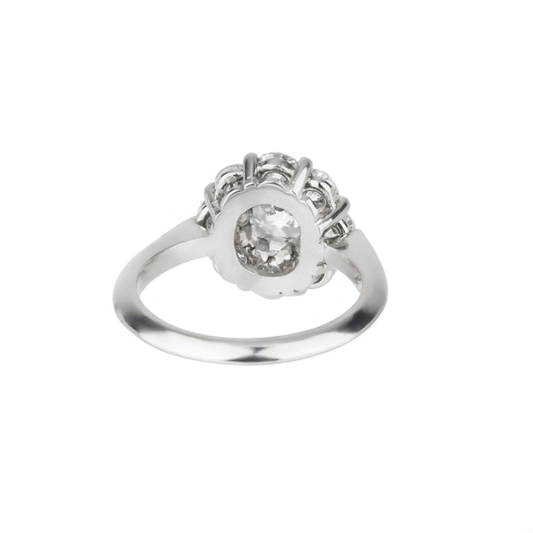 Contemporary diamond cluster ring with a centre diamond 1.02 ct and 3.25 ct total est.  diamond weight - image 2