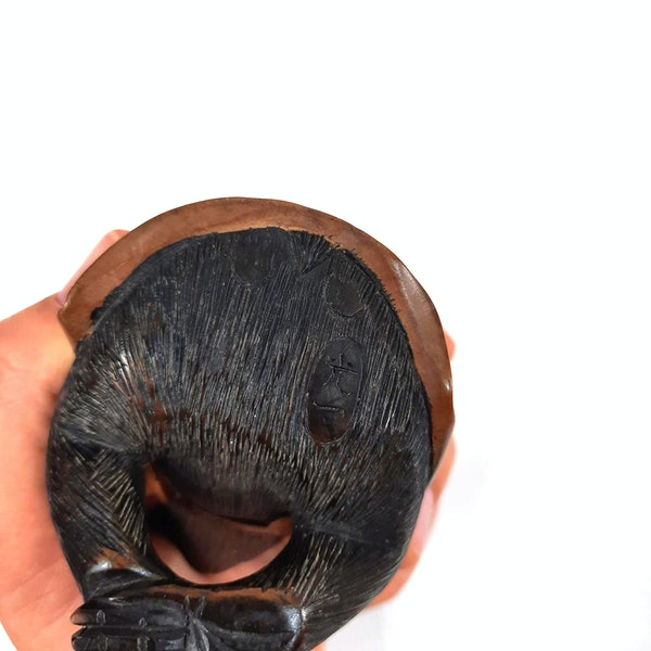 Japanese wood carving of three wise monkeys - image 5