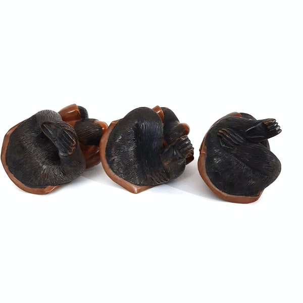 Japanese wood carving of three wise monkeys - image 2