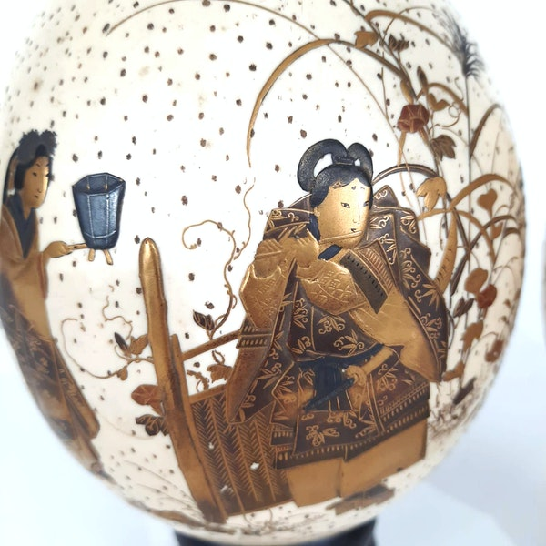 Pair Japanese ostrich eggs with lacquer decoration of Bijin - image 2