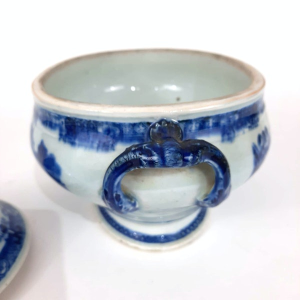 Chinese blue and white tureen - image 3