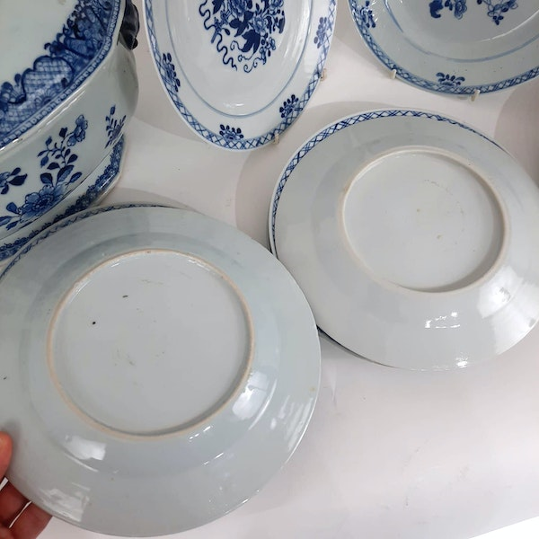 Two Chinese Tureens and a set of 12 plates - image 6