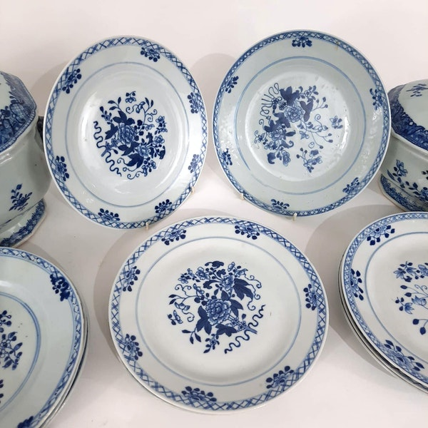 Two Chinese Tureens and a set of 12 plates - image 3