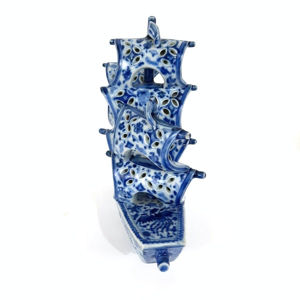 Japanese blue and white Arita ware boat - image 2