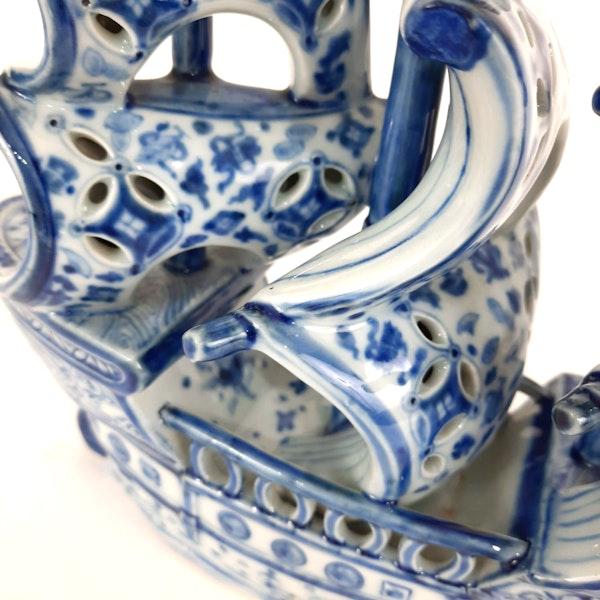 Japanese blue and white Arita ware boat - image 7