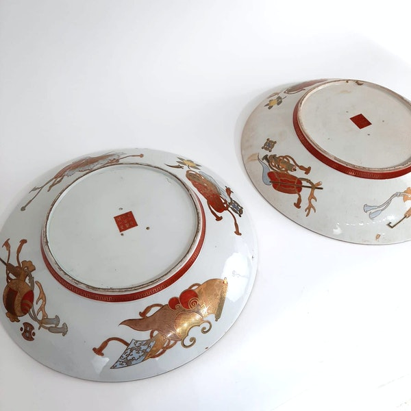 Pair Japanese Kutani plate with seven lucky gods decoration - image 9