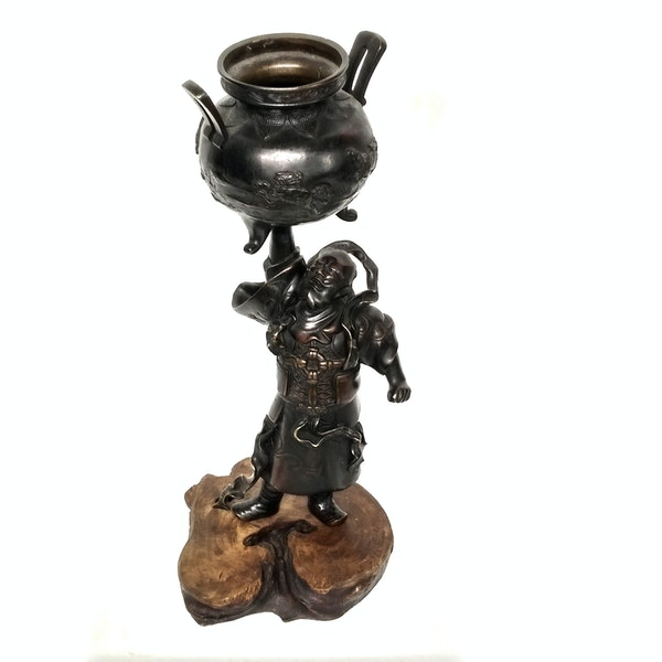 Japanese bronze sculpture of a god holding up a vessel - image 5