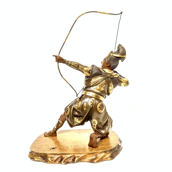 Japanese bronze and gilt sculpture of an archer - image 7