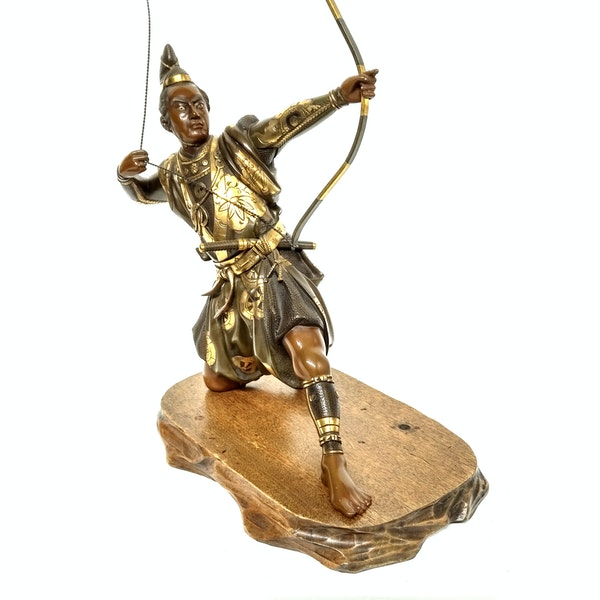Japanese bronze and gilt sculpture of an archer - image 3