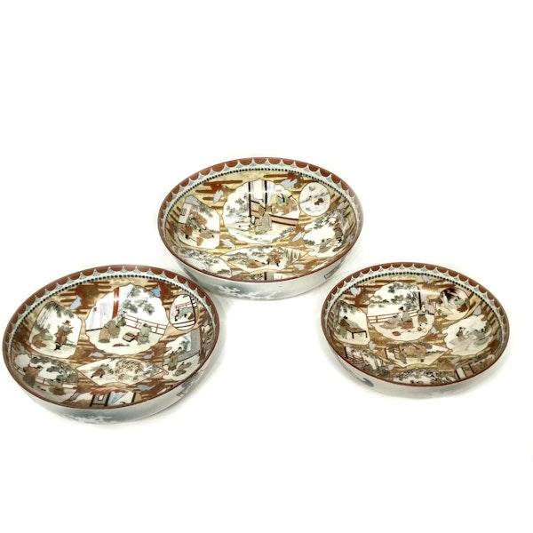 Set of three Japanese Kutani bowls decorated with Samurai - image 2