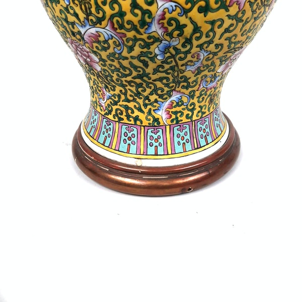 Chinese vase with yellow floral decoration converted into a lamp - image 6