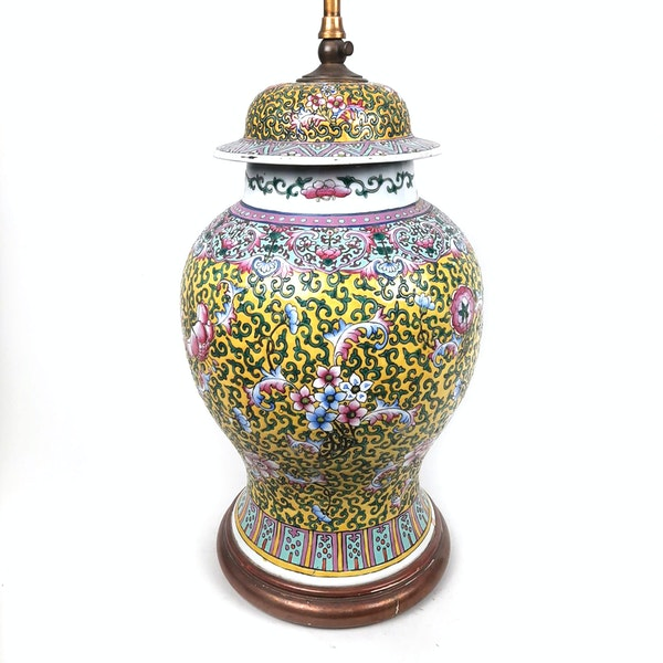 Chinese vase with yellow floral decoration converted into a lamp - image 5