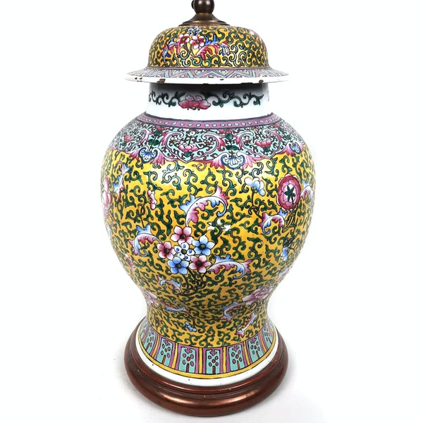 Chinese vase with yellow floral decoration converted into a lamp - image 4