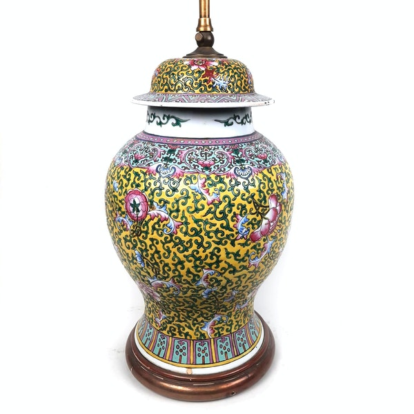 Chinese vase with yellow floral decoration converted into a lamp - image 8