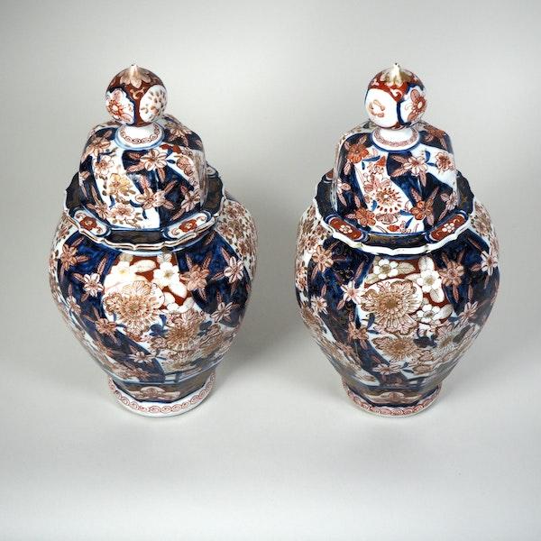Pair Japanese Imari vases and covers - image 7
