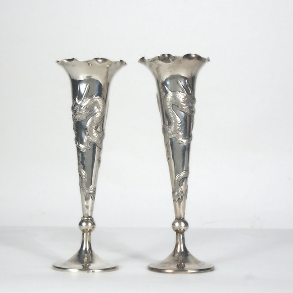 Pair Chinese silver fluted vases decorated with dragons - image 3