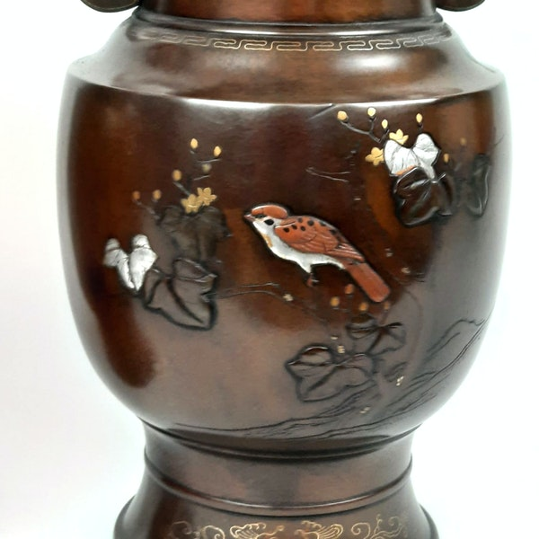 Pair Japanese bronze vases with sparrow decoration - image 4
