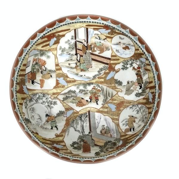 Set of three Japanese Kutani bowls decorated with Samurai - image 3