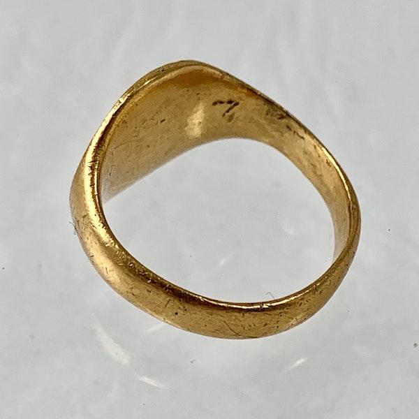 Gold merchant's ring - image 2