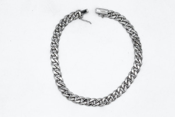 Diamond set Curved-link white gold bracelet - image 3