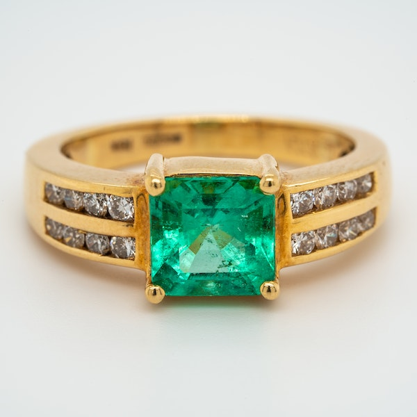 Emerald and diamond shoulders ring - image 1